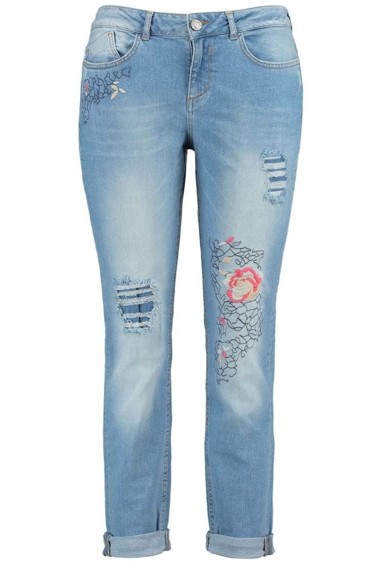 Deze stoere ripped jeans heeft een wijde pasvorm en een aansluitende pijp. De jeans heeft aan de binnekant een extra stuk stof zodat de huid nietzichtbaar is en de broek niet verder scheurt. Be on trend in deze jeans metgeborduurde bloemen!Binnenbeenlengte: 78 cm in maat 44    Pasvorm: Losvallend, aansluitende pijp    Sluiting: Rits & knoopsluiting  Wasvoorschrift: Machinewas