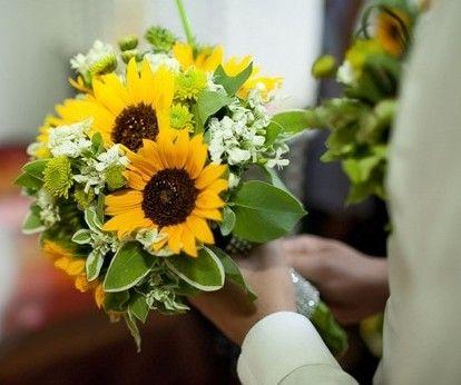 les 25 meilleures id es de la cat gorie mariages tournesol sur pinterest bouquets de tournesol. Black Bedroom Furniture Sets. Home Design Ideas