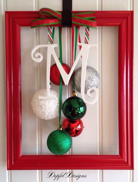 Autre idée pour le décor des fenêtres du garage. Whimsical Christmas Ornament Frame on Etsy, $25.00