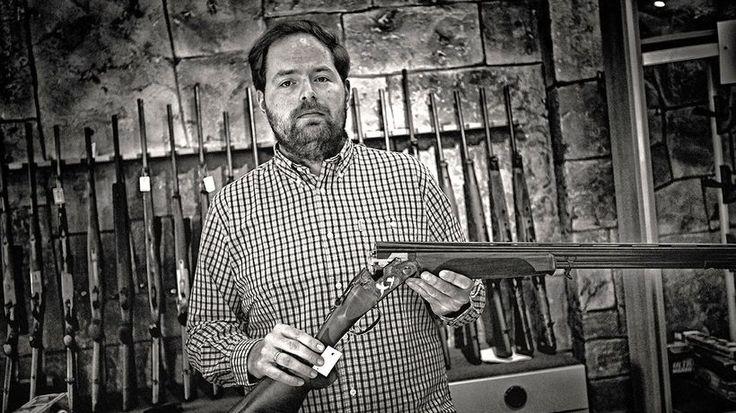 Waffenhändler Christoph Küttner und seine Produkte in Essen