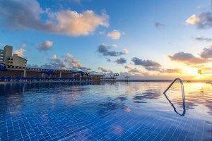 Great Parnassus Family Resort ofrece clases de buceo en la piscina y se puede hacer una ruta guiada en bicicleta por la zona hotelera... #Cancun #Mexico #Hoteles