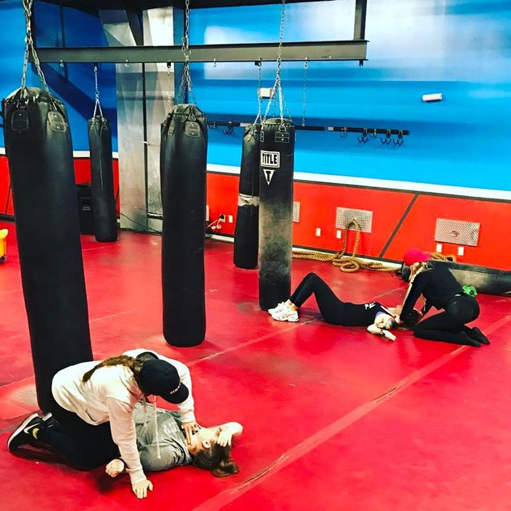 Some people make excuses, while some people put in the work. You guys killed it tonight!  Today 8.00 pm with our trainer Machete Maggie! #Boxing #FitnessMotivation #Boxer #Training #Bootcamp  iLiveFit FIGHT2BFIT LIVEFIT! JOINTHEFITREVOLUTION!