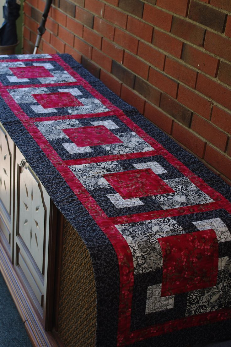 """Quilted Bed Runner, Double, Queen , Quiltsy. $95.00, via Etsy. 19x85""""    LOVE the pattern and plan on doing something similar for the new apartment!"""