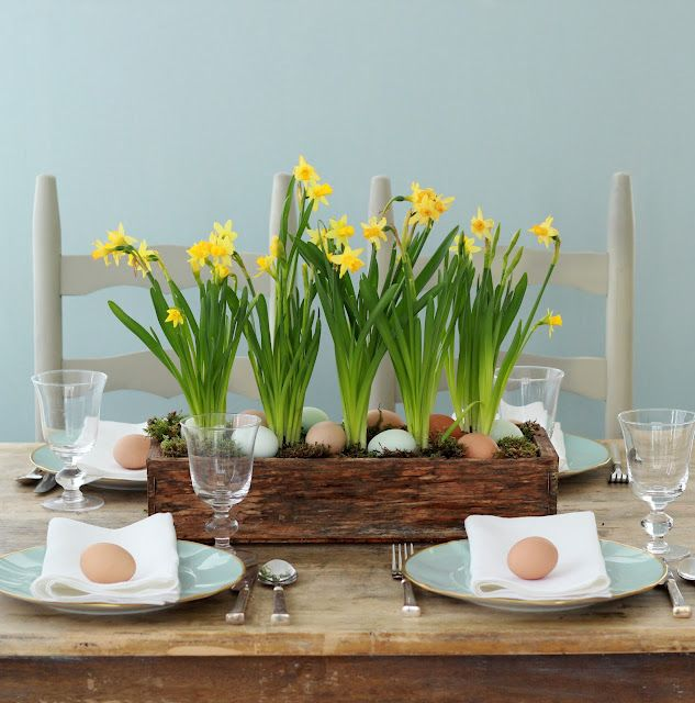 daffodil & egg centerpiece. I wonder if I could get them to grow. I had limited success with grass.: Easter Centerpieces, Tables Sets, Easter Crafts, Easter Tables, Tables Centerpieces, Spring Centerpieces, Easter Eggs, Tables Decor, Easter Ideas