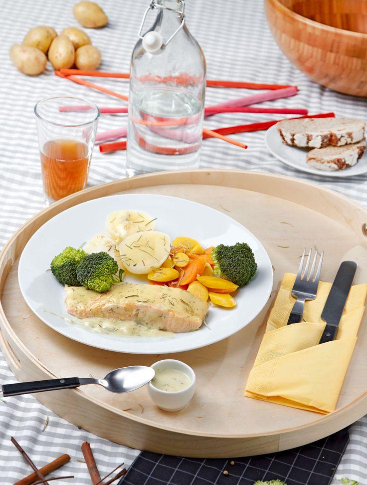 Salmão no forno com batatas cozidas e brócolos salteados com molho de limão e endro