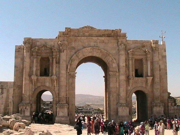 Jaresh. Giordania. Arco di Adriano