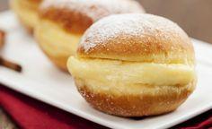O sonho é um doce de padaria irresistível, aprenda como preparar uma receita de sonho assado que fica fofinho. O tempo de preparo é de 1h30 e o resultado final vale cada segundo de preparo.IngredientesMassa1 ½ xícara de leite morno1 xícara de manteiga2 tabletes de fermento para pão2 gemas7 xícaras de farinha de