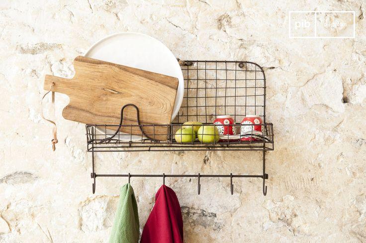 Das Wandregal Mélina bringt Ordnung in Eure Küche. Ihr habt Platz um Teller oder Besteck aufzuräumen und darunter habt ihr Haken für Küchenhandtücher.