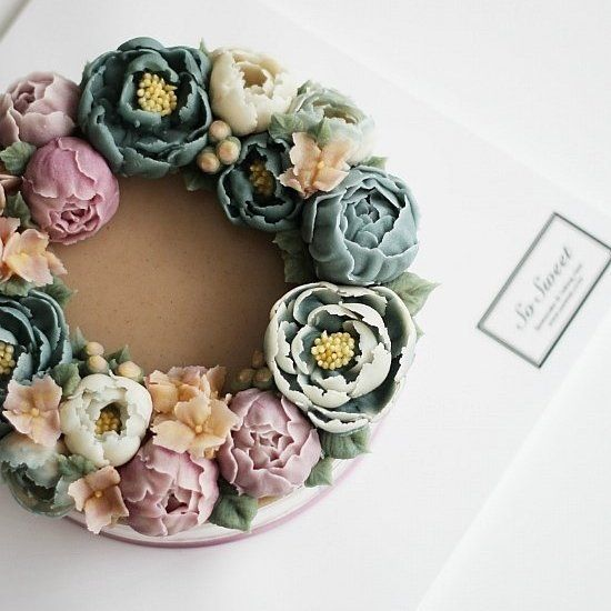 This is a cake. I can't believe it. Life-like buttercream flowers.