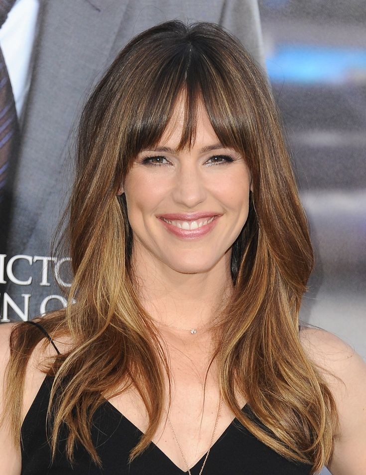 At the Los Angeles premiere of Draft Day on April 7, 2014, Jennifer Garner wore her hair in loose curls and topped it off with glossy-looking bangs.