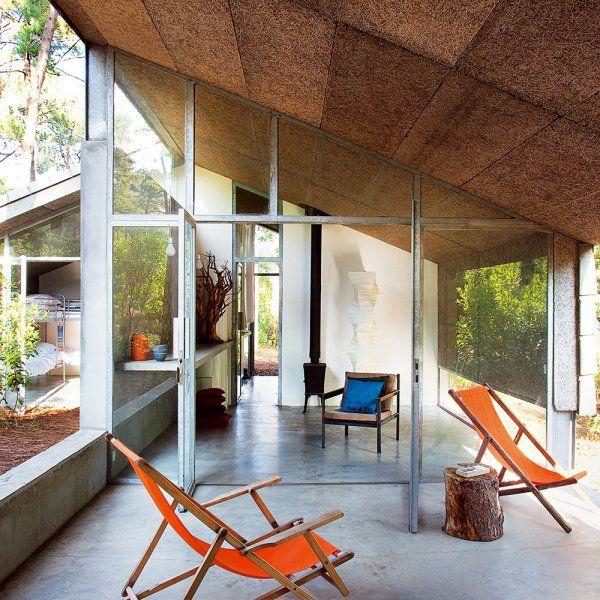 une maison de vacances design en communion avec la nature terrasse et balcon terrace and. Black Bedroom Furniture Sets. Home Design Ideas