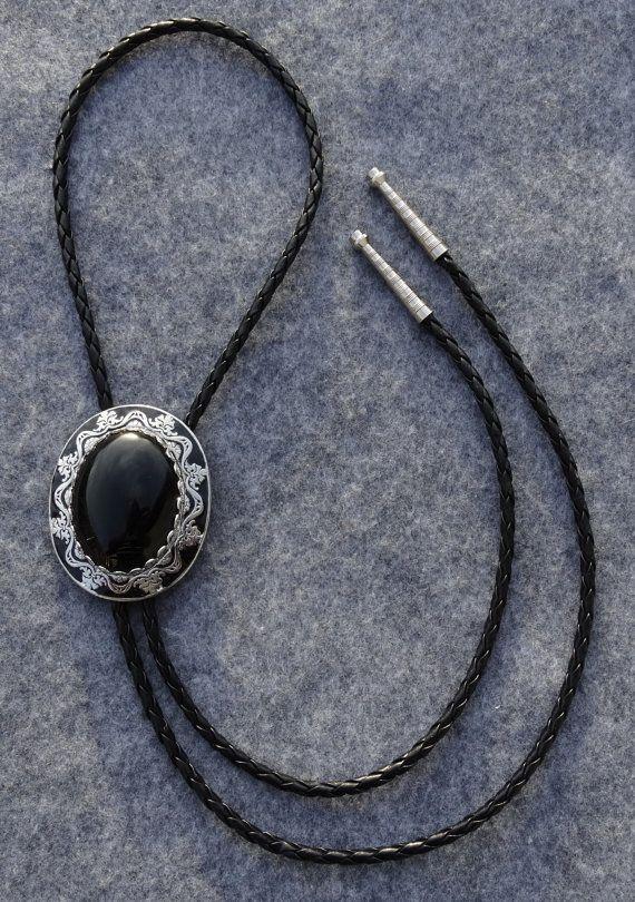 Zwart en zilver afwerking Bolo Tie met zwarte door MesquiteWestern