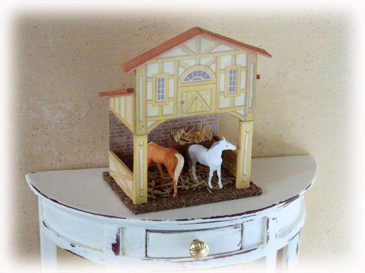 R. Bliss Manufacturing Company située à Pawtucket (Rhode Island) fabriquait il y a plus de 100 ans toute une gamme de jouets en bois recouverts de papier lithographié (maisons de poupées, jouets à tirer, jeux, pianos, etc...) Je vous propose donc un retour...