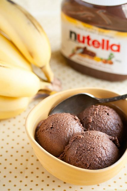 Nutella-Banana ice cream  This ice cream is super easy;using only 4 ingredients: Nutella, ripe bananas, cocoa powder, and cream. Over-ripe bananas can be used.
