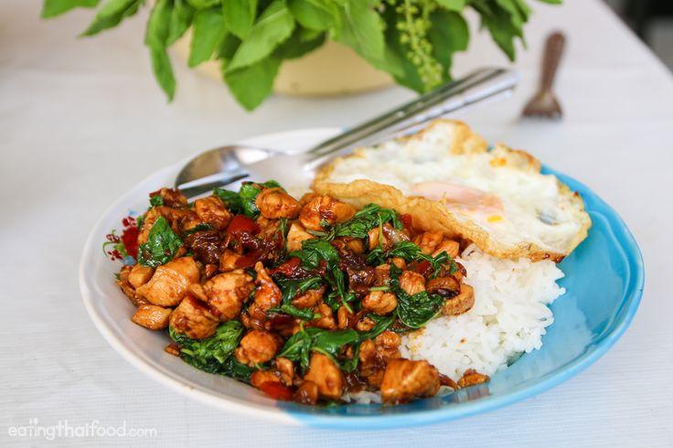 A classic plate of Thai pad kra pao gai (ผัดกระเพราไก่)