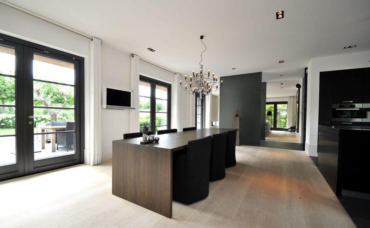 25 beste idee n over eetkamer modern op pinterest moderne ramen zwarte eetkamerstoelen en - Foto eetkamer ...