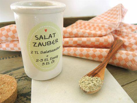 Salatzauber-Gewürzmischung zur fixen Zubereitung von Salatdressings, einfach mit Essig und Öl anrühren oder in Joghurt/Schmand einrühren.