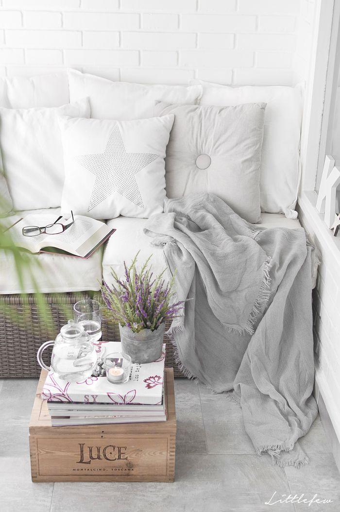 My terrace. Littlefew Blog. More pics - http://littlefew.blogspot.com.es/2015/10/quedamos-en-mi-rincon-de-relax.html