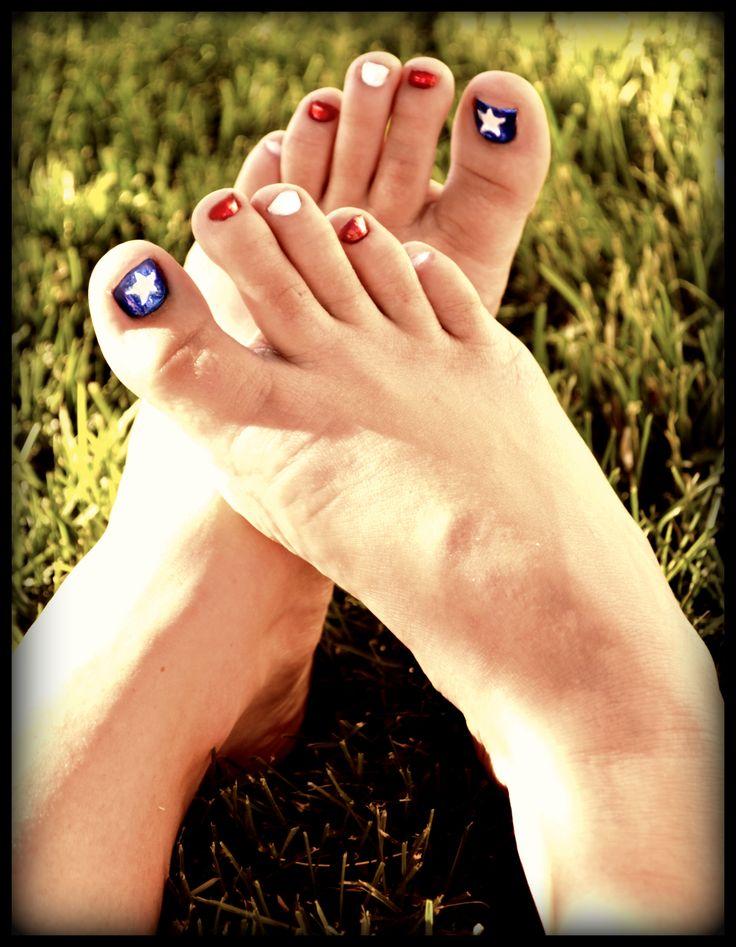 Patriotic toe nails!! 4th of July toes!! DIY super easy...