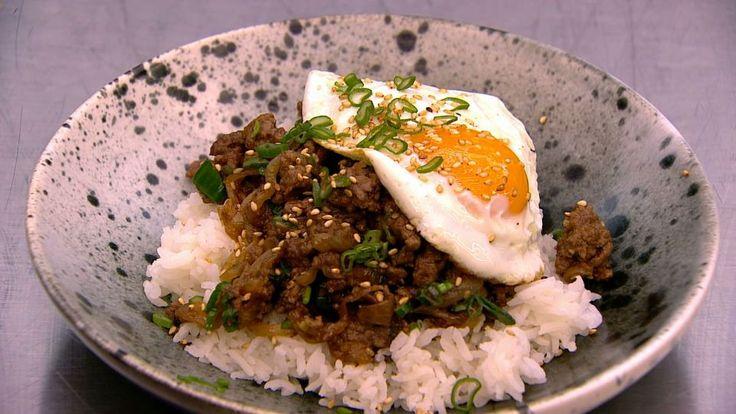 Gyodon - Japansk okseret på ris er en lækker japansk opskrift fra Go' morgen Danmark, se flere kødretter på mad.tv2.dk
