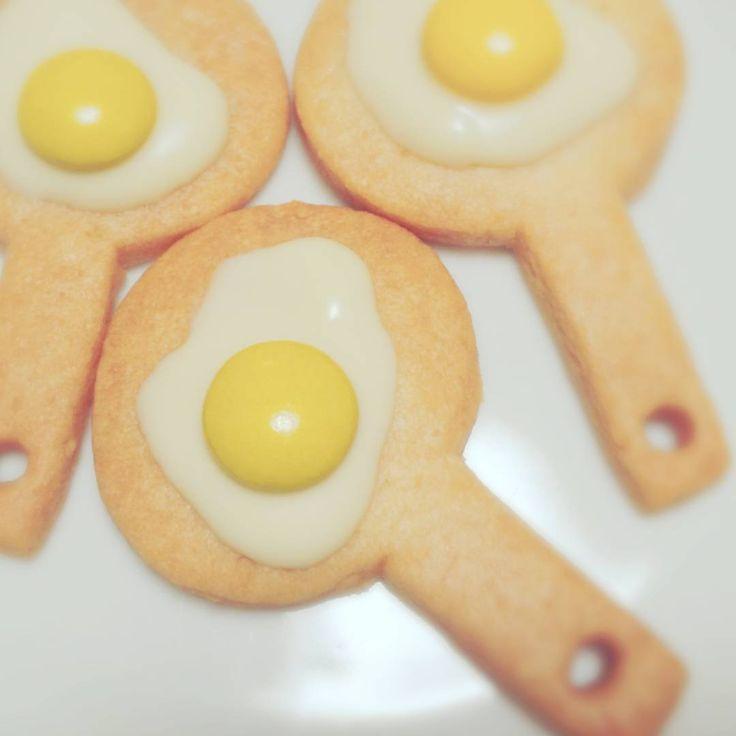 あなたは「キウイクッキー」をご存知ですか?キウイにそっくりの今話題のクッキーのことなんです。クッキー生地をコロコロと棒状にするだけで、カラフルでかわいいクッキーができますよ!詳しい作り方や、みんなのアレンジもご紹介します。
