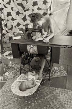 Eye-Opening Photos Of America's 1970s Hippie Communes