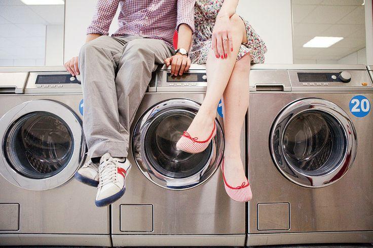 Sophie Delaveau   Engagement - launderette engagement session Paris / photo engagement laverie automatique