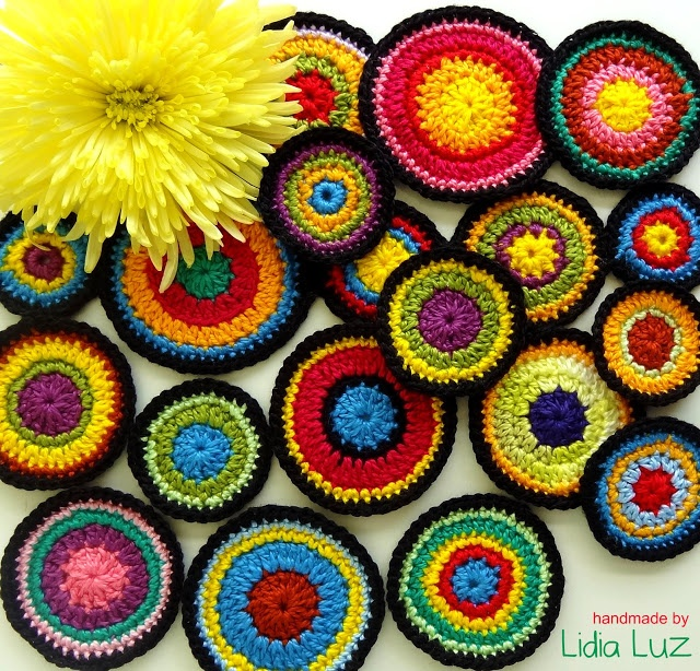 Multicolor circles crochet from the magical hands of Lidia Luz. No pattern…
