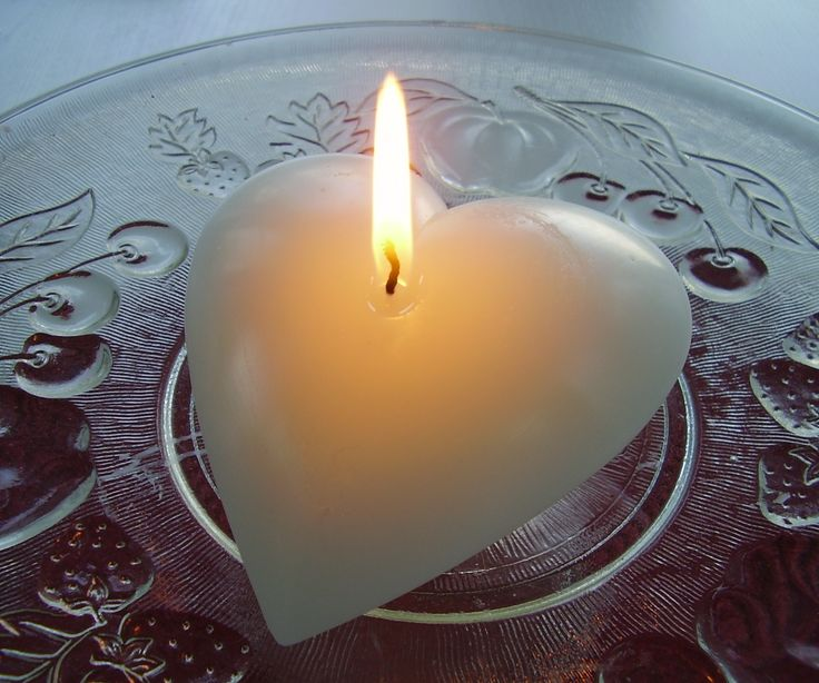 Large floating hear candle for valentine, weddings and anniversary gifts and celebrations
