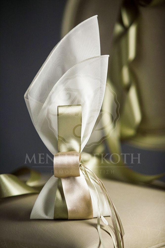 Μπομπονιέρα γάμου μαντήλι με διπλή σατέν κορδέλα