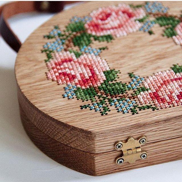 Вышивка по дереву от @gravgravco . . . #вышивка#дерево#сумка#рюкзак#wood #woodworking #ручнаяработа#своимируками #творчество #хобби#хендмейд #идеи#авторскаяработа#вдохновение#рукоделие #ярмаркамастеров#красота#креатив #ярмарка#увлечение#рукодельница #handmade#handcraft#handwork