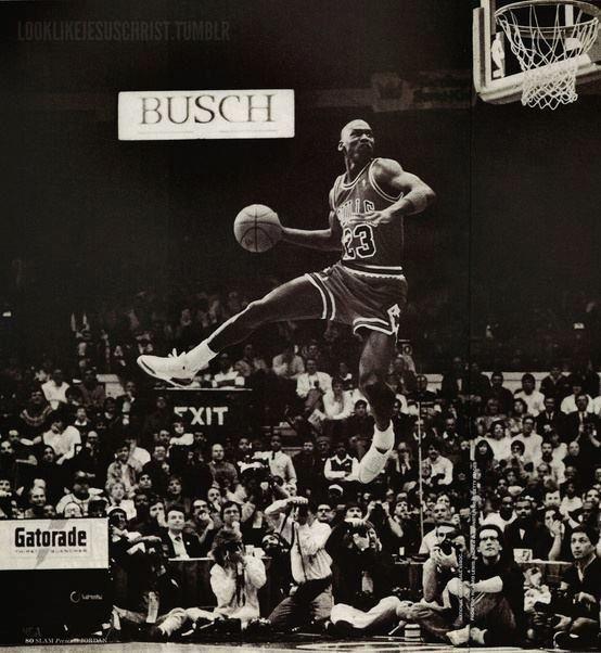 Michael Jordan. Yo detestaba a este señor pues claro soy seguidor de los Nicks, pero hay que aceptar que a mister MJ nadie se lo gana!