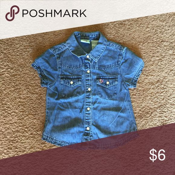 Girls denim short sleeve top Little cutie denim short sleeve top.No trades🚫 but always willing to make a special bundle for a great price.! Just ask. Shirts & Tops Button Down Shirts