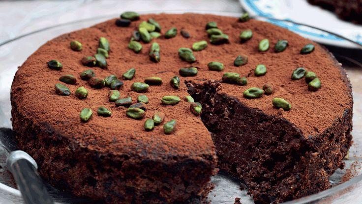 Der er ingen mel i dejen, men masser af mandler og valnødder i den lækre chokoladekage