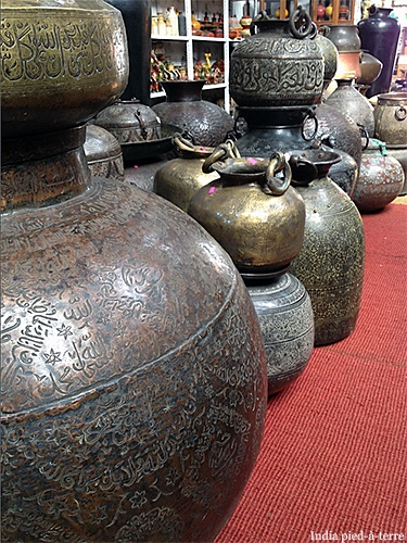 I loved these brass vessels, found at Crafter's in Cochin/Kochi. We did not get one ... THIS time ... there will be a next time ...