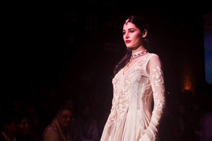 Nargis Fakhri was the model muse and showstopper at the  Reliance jewels presents Ritu Kumar show at Lakme Fashion Week.