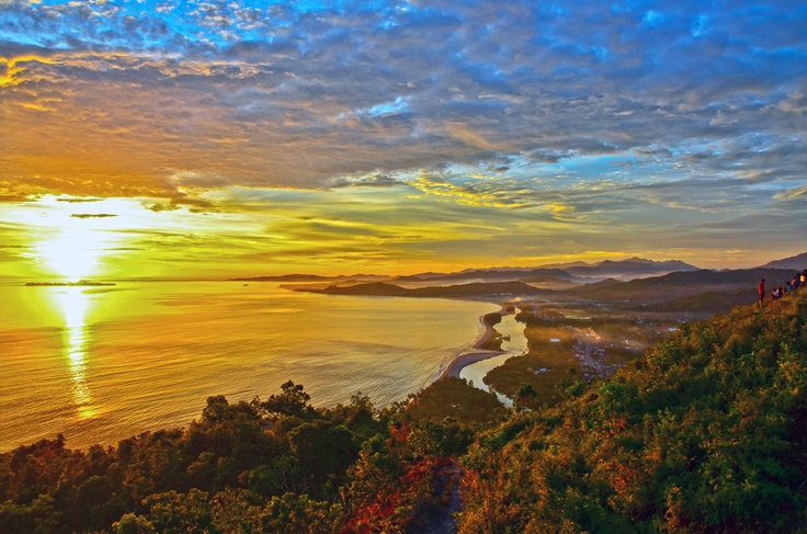 Bukit Langkisau, Painan, West Sumatra Sekitar 3 jam dari bandara Internasional Minangkabau