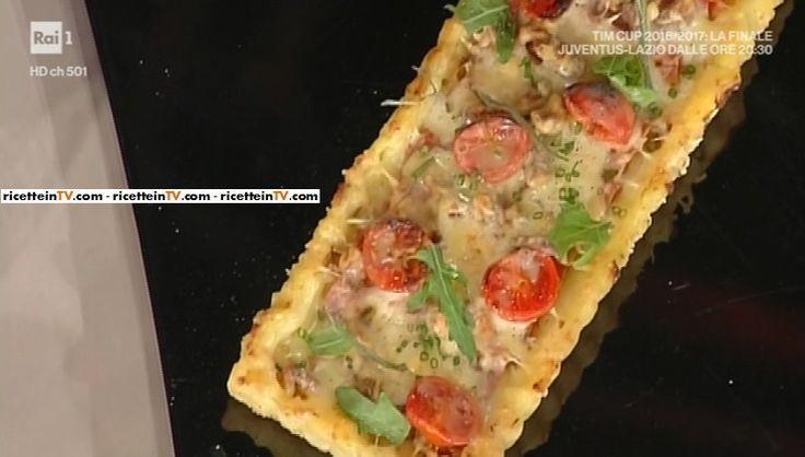 """La ricetta della schiacciata di patate e salame di Andrea Mainardi del 17 maggio 2017, a """"La prova del cuoco""""."""