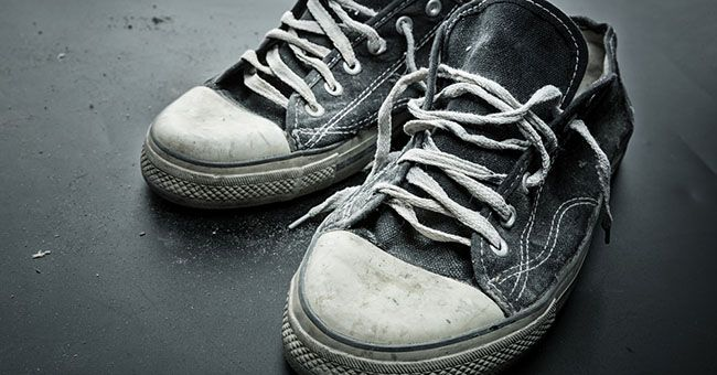 MILANO Accoltellato a causa delle sue scarpe puzzolenti. Secondo una prima ricostruzione un giovane 19 enne, di origine filippine, ha accoltellato ilcoinquilino
