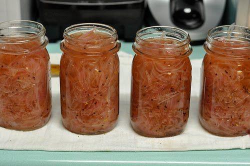 CEBOLINHAS EM CONSERVAS INGREDIENTES: 1 quilo de cebolinha pérola (miúda) vinagre branco 1 vidro com tampa de rosca 1 folha de louro pequena...