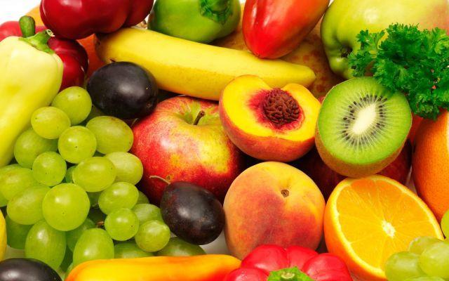 MANGIARE FRUTTA E' ALLA BASE DI UNA DIETA SANA  MA SAPETE QUAL'E' IL MOMENTO PIU' ADATT La frutta è uno degli alimenti basilari per avere un'alimentazione sana . Per ottenere i massi frutta pasto benessere salute alimenti