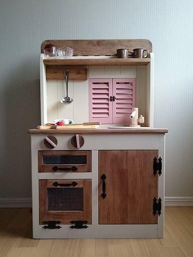 ハンドメイドマーケット minne(ミンネ)  小窓でつながる木製おままごとキッチン &お店屋さん(珊瑚色)