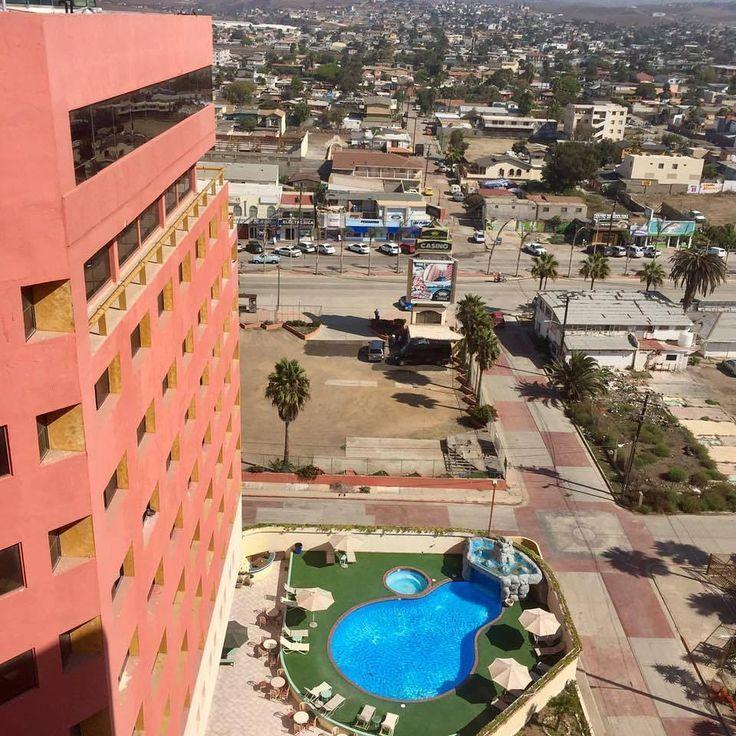 Esta es la vista que puedes apreciar desde Hotel Corona Plaza, una excelente opción para hospedarte con tu familia cuando visites #Rosarito en verano😎  Conoce más visitando www.rosarito.org