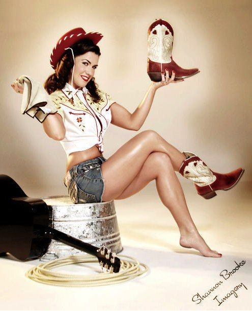 Slight addiction to western pin-ups...  have them as tin signs... yes i'll be the crazy lady with tin signs covering her walls...