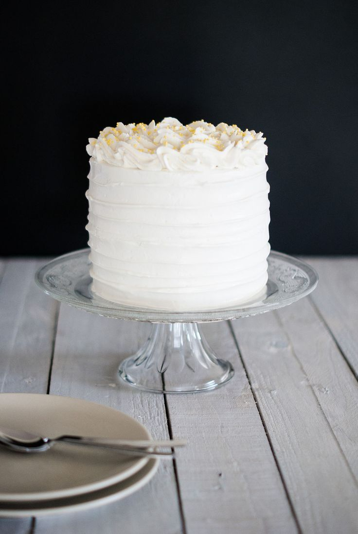 Lemon Poppy seeds Layer Cake | Lilie Bakery l lilie bakery