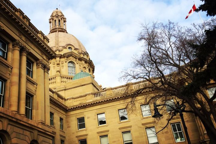 Albertans paying outgoing MLAs millions: CTF - Global News