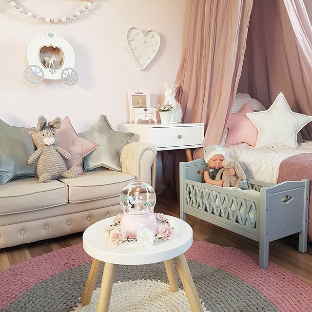 💗 Girlsroom 💗 #giveaway #camcam #dukkeseng #camcamcph #spons #barnerom #mittbarnerom #kinderzimmer #kinderkamer #kidsroom #kidsplayroom #kidsstyle #jenterom #inspirasjon #barneromsinspo #girlsroom #princess #prinsesserom