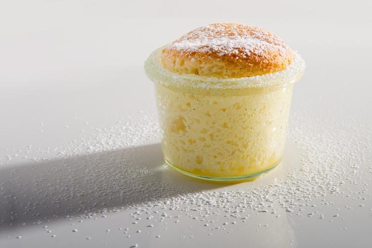 Fluffiges Quarksoufflé mit Orangenlikör und Vanilleeis #AEG #Dampfgaren #Rezept