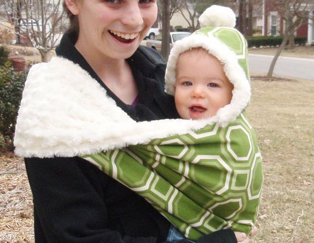 Baby DIY – How to Make a Custom Winter Baby Sling! This was a lot like the one I had for Liam and I loved it! A friend made it for me, but without the fleece lining.