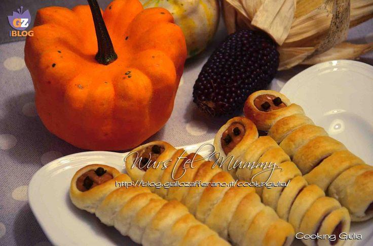 Le mummie di Halloween sono un antipasto molto sfizioso, di facile esecuzione e sono perfette per una cena in stile Halloween come antipasto finger food.